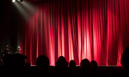 Teātra aizkulisēs